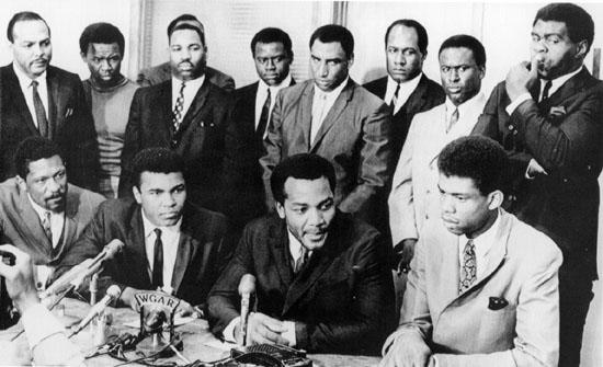 Bill Russell supporting Muhammad Ali